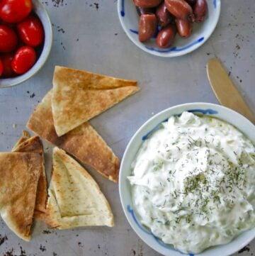 Dish of tzatziki and pita crackers