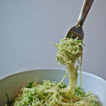 Broccoli Pesto Pasta | anutritionisteats.com