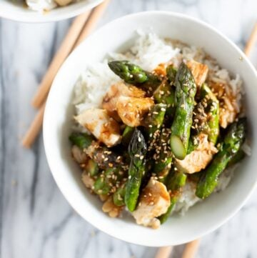 Bowls of asparagus and chicken stir fry